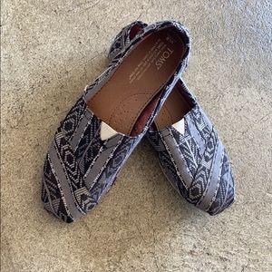 Toms women's slip on canvas shoe